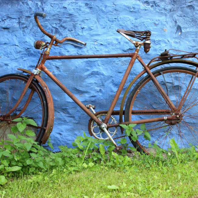rusty bicycle against wall how to keep a bike from rusting